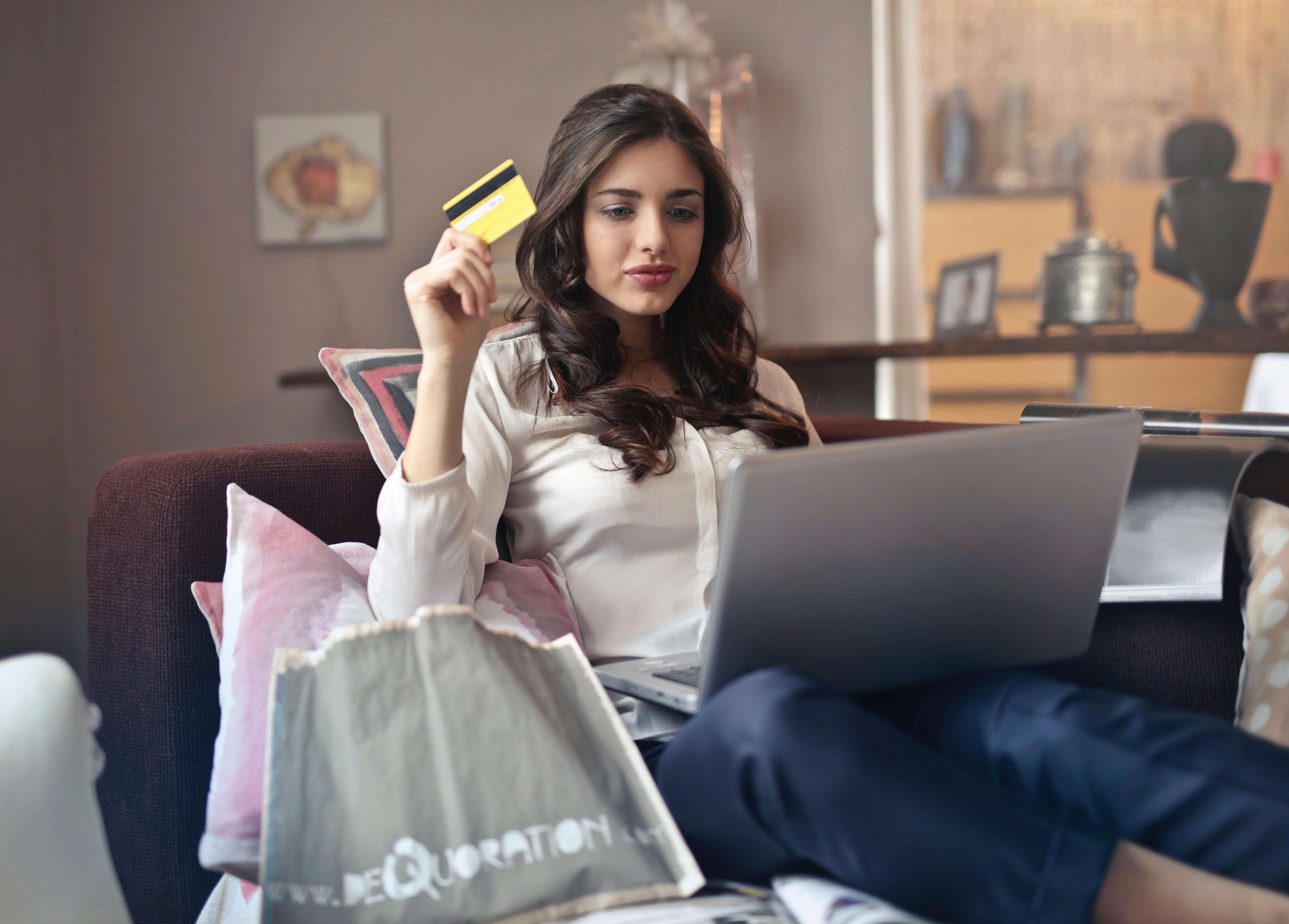 elogia-estudio-ecommerce-compra-ordenador